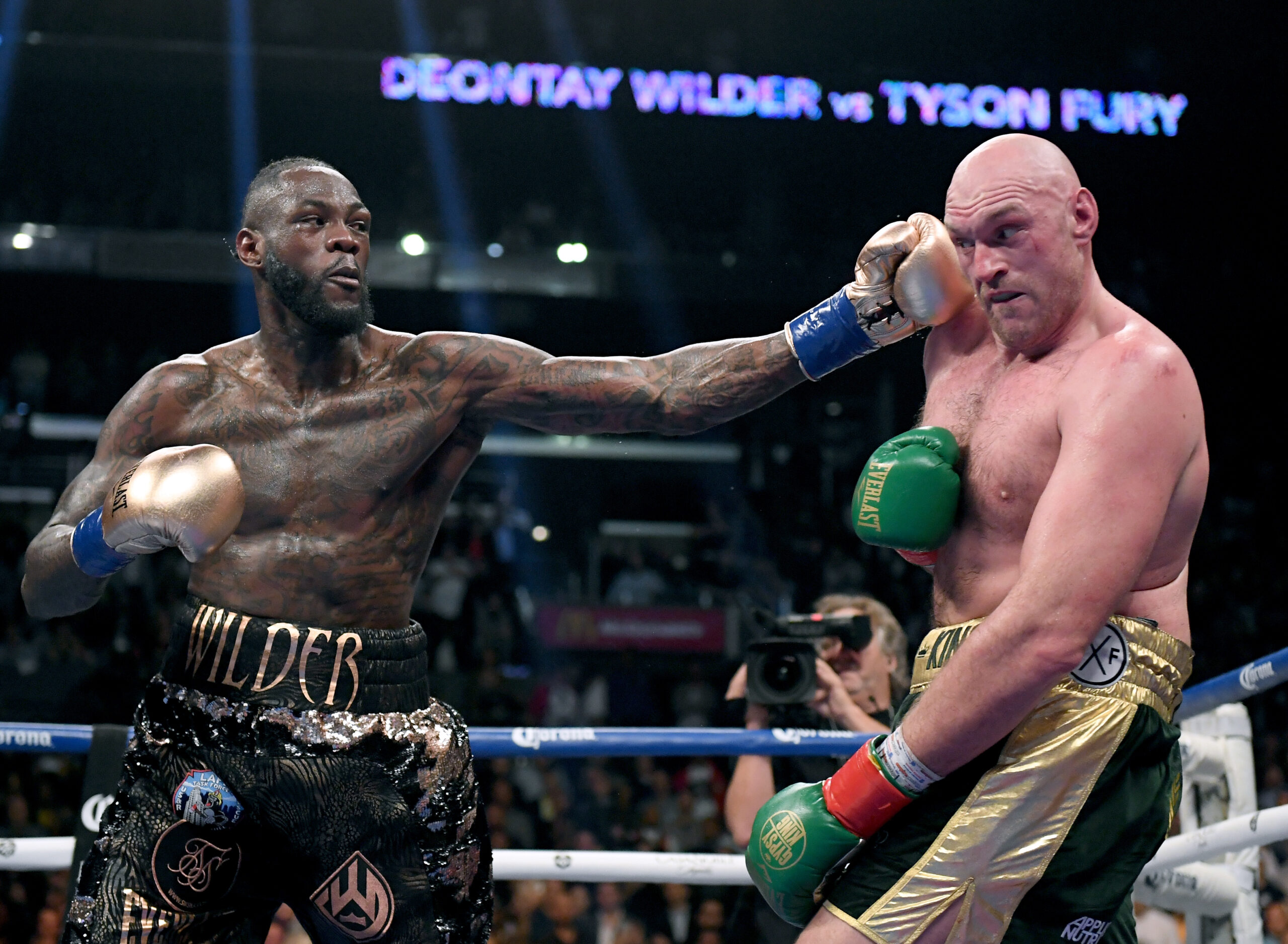 Trademark costume still a go for Wilder on trilogy with Fury